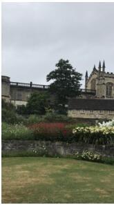 牛津大学以美丽的 大学城闻名全世界, 童话故事——爱丽 丝梦游仙境即以此 地为故事背景